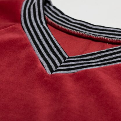 SNP21017-naiste-punane-V-kaelusega-sametpusa-detail1-2